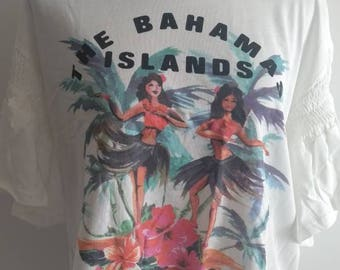 White teeshirt with Bahamas / hula girls print