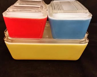 Pyrex Primary fridge set