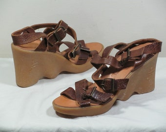 Vintage Famolare Shoes Womens Size 7 Leather Strappy Sandals Rubber Platform Wedge Sole