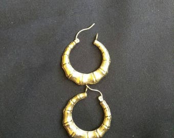 10k hoop bamboo pattern earrings.