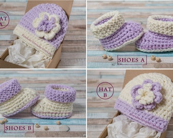 Crochet baby Booties, baby hat, Twins, Newborn gift SET IN A BOX, Pregnancy reveal, Newborn gift, Grandparent announcement, baby shower