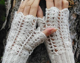 Fingerless gloves with thumb color pearls