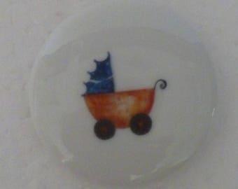 Jolis magnets en porcelaine décorés à la main