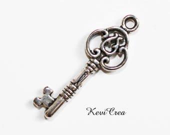 5 x silver metal key charms