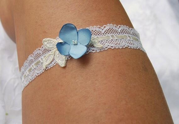 Ivory vintage lace garter;lace bridal garter;ivory and blue bridal garter