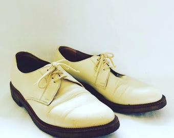 Vintage leather lace shoes with crepe sole| size 43| uk 9 | us 9.5/10| vintage leather mens shoes| creme white leather shoes| 70s| 80s