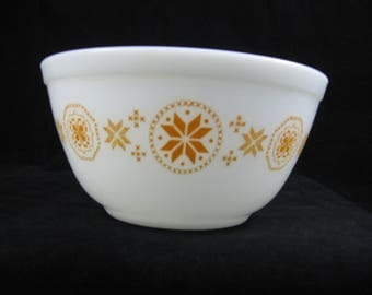 Vintage Pyrex Town and Country Mixing Bowl  NO.402 1 1/2  Quart 1960's (Alternative Version), Orange on White