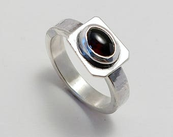 Deep Red Garnet and Sterling Silver Women's Ring, size 8-1/2