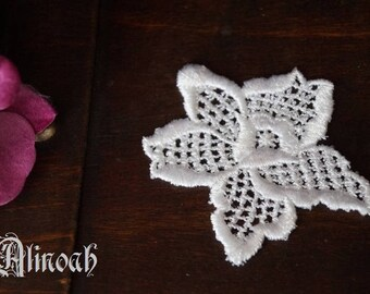 flower pattern white 6.5x5 cm guipure lace