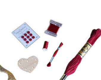 Set of 5 miniature embroidery and sewing notions 'red'