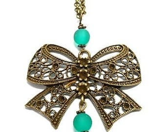 Green Pearl bow pendant necklace