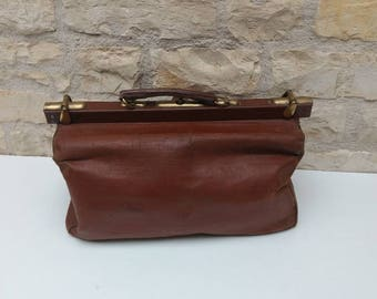 Large  G J & F.  French antique brown leather look doctors bag / Gladstone bag / weekend bag, circa 1900s.