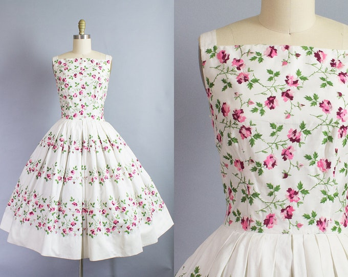 1950s Floral Embroidered Dress/ Medium (35B/27W)