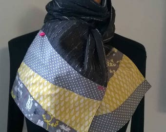 Scarf in Heather grey and yellow and grey ends.