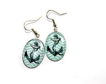 oval earrings anchor rockabilly zigzag background