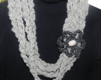 Scarf made of crochet Flower necklace