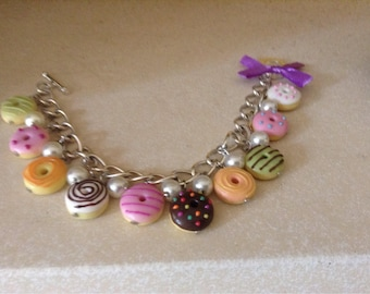 Sliver Bracelet with Decoden Doughnuts and Pearls