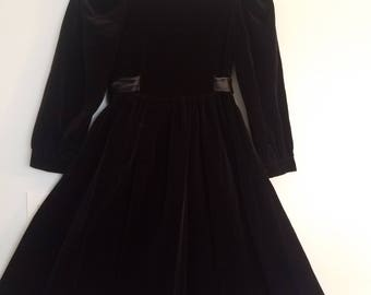 RARE! Vintage Laura Ashley Black and White,  Girls Dress size 7-8 years, Mother and Child, Velvet Victorian style!  From the 1980's