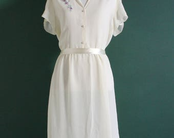 Vintage 1960s Day Dress / Pullover / Ribbon Tie / Button Up / Mid Length / 40s Sheer Midi Dress / Short Sleeves / Floral Embroidery