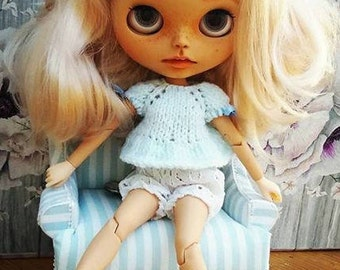 Knitted top for Blythe