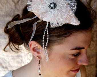 Mini hat, white and salmon ceremony wedding cocktail Hat