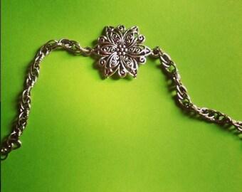 Bracelet Fleur Celtique et chaîne torsadée maillons ovales