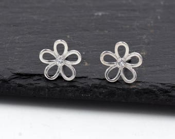 Sterling Silver Forget Me Not Flower Blossom Stud Earrings, Cute Fun and Quirky Design  T48