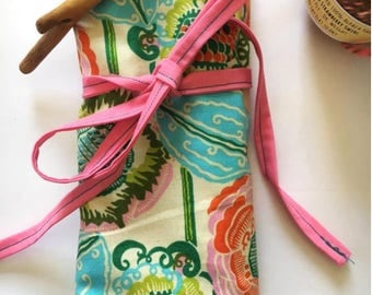 Medium Knitting Needle and Crochet Hook Organizing Roll - Floral Print