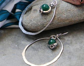 Ethnic earrings - emerald green - hammered - geometric