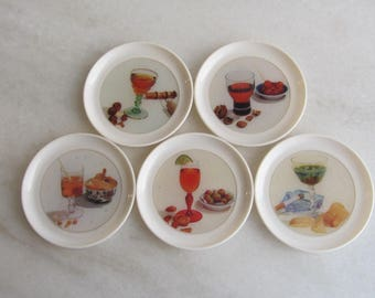 SCINTILLEX - Set of five round plastic Cocktail Mats/Coasters, with diferent cocktail drinks - Made in England - 1950s