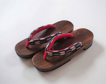 GETA (women's) one of Japanese traditional clogs. This geta is made of paulownia wood.