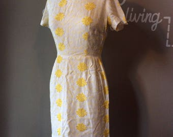 Vintage Wiggle Dress 1950's Daisy Chain Floral Print / 50's Summer Sundress / 1950's Mad Men Style / 50s Rockabilly / Pin-up Pin Up Pinup