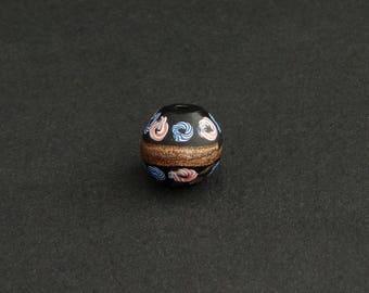 V101- An antique attractive Venetian bead