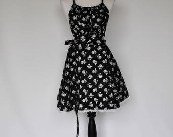 Fun and flirty floral retro apron with lace trim // pinup apron makes a great gift for bridal shower, birthday or more!