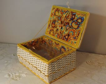 Boite à couture scoubidou osier. Sewing box. Malette valisette. Vintage.  France