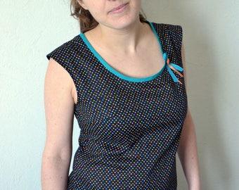 Retro top in black cotton with multicolored dots