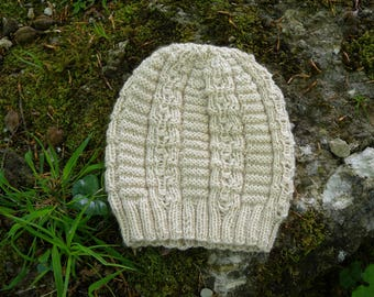 Beanie Knitting Pattern, textured and ribbed hat using DK weight wool yarn, reversible hat for women, beautiful accessory for cold days