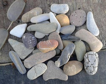 27 beach stones 1.5''- 2.5''[3.8-6.3cm]. Different shapes and colors. Natural sea pebbles for various crafts and decoration.
