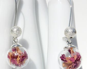 Globe earrings / / pink natural petals