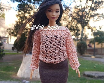 Openwork knitted top for a curvy barbie doll
