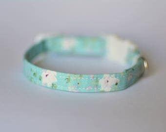 'Mint Daisy' breakawaym safety collar for cat & kitten in mint colour with a small bell