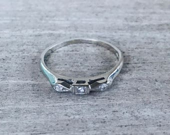 14k white gold and diamond vintage band ring