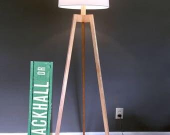 Mid Century Modern Tripod Floor Lamp – Maple