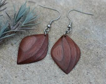 Wooden earrings in black walnut hand carved//wooden earrings//wood earrings//gift for you//natural jewelry//