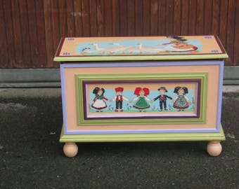 PRETTY safe to toys Hansi decor hand painted