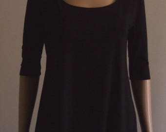 Long shirt and flared reversible front/back and his elbow length sleeves