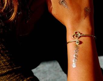 Ohm Bracelet Gold