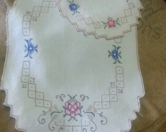 Vintage Linen Embroidered Doilies (2)