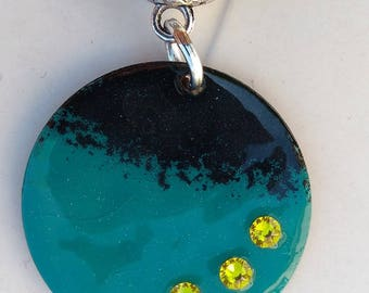 mid-long necklace with turquoise and black emalle copper round pendant