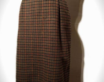 1970's Brown Houndstooth Skirt With Pockets